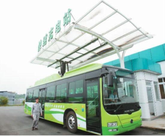 重庆电动公交车充电比特斯拉还快 1次只需10分钟