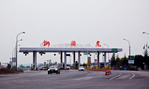 近日渝遂高速铜梁东互通正式投用 并增设ETC设施