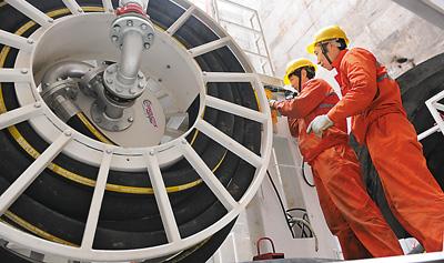 4月16日 青岛地铁施工首用硬岩掘进机