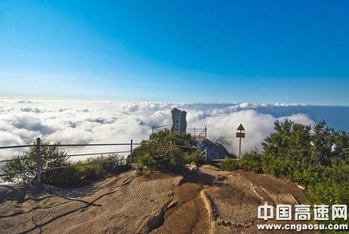 五岳寨峰顶观云海