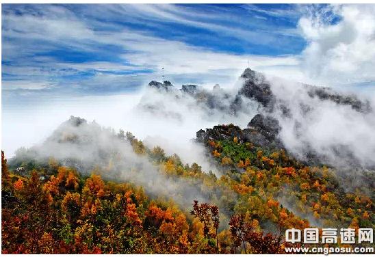 金秋十月枫叶正红,五岳寨中赏枫景