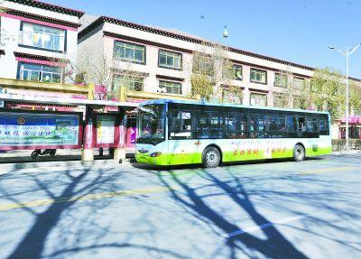 近日西藏首辆太阳能公交车正式进入营运阶段